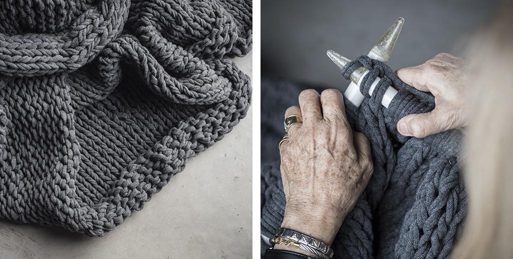 Mans experimentades confeccionen mantes i coixins de punt de manera artesanal.