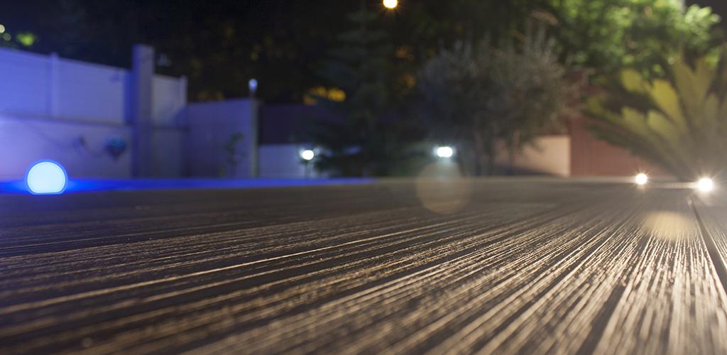 Vista nocturna de terrassa, destacant la textura de la lama.